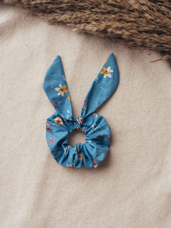 Gumka scrunchie Wiosenne Kwiaty Niebieski