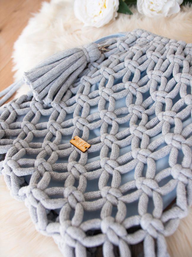 Plecak jasny szary z błękitnym organizerem
