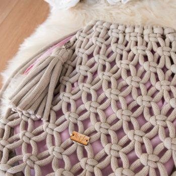 Beżowy plecak z pudrowym organizerem