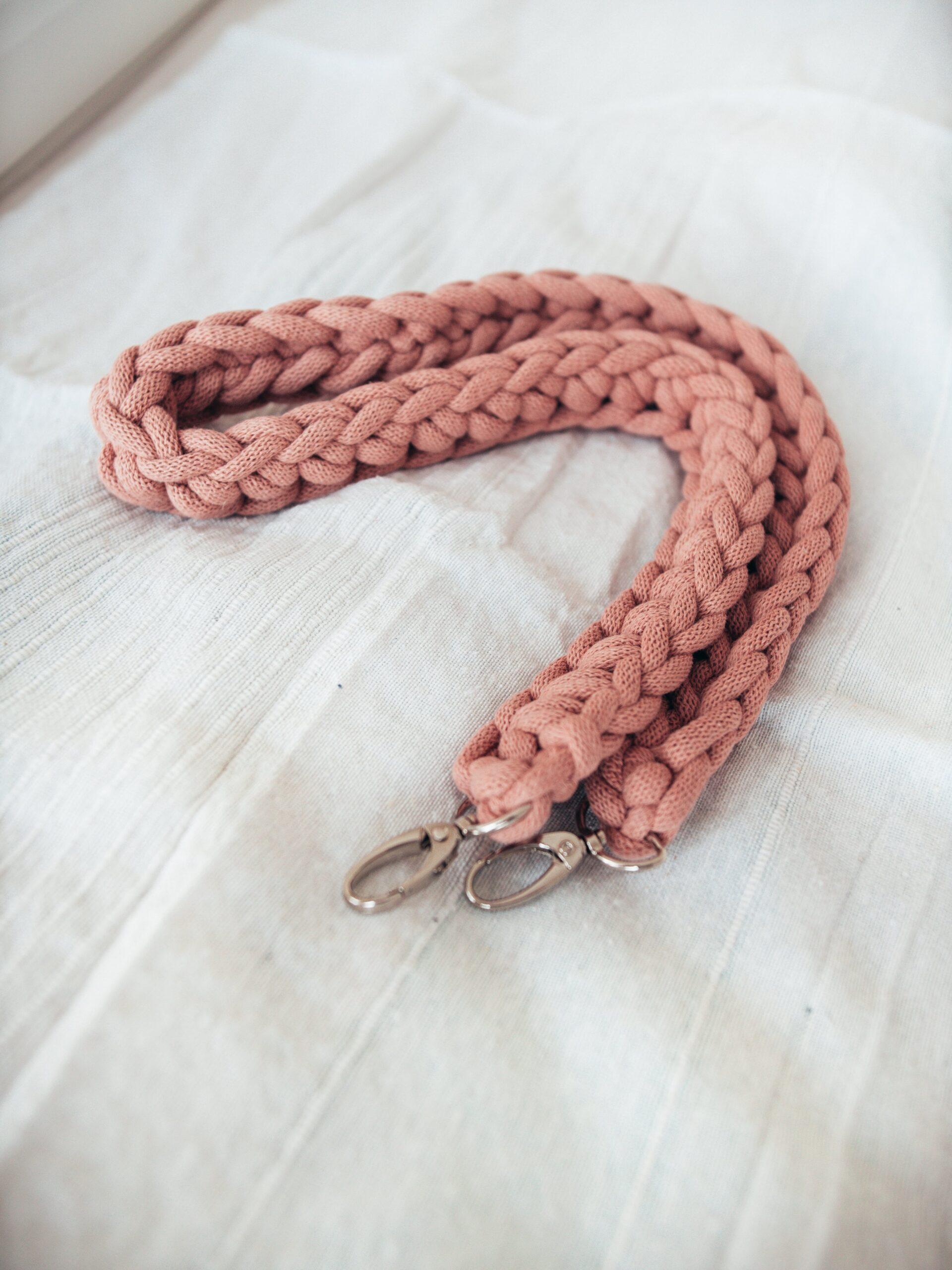 Dodatkowy pasek z grubego sznurka
